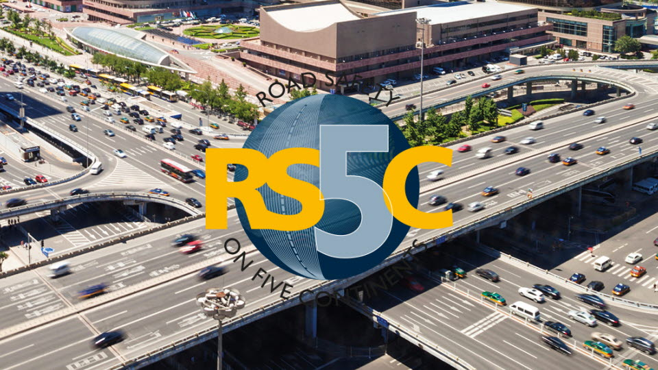 Rs5c:s logotype on busy road.