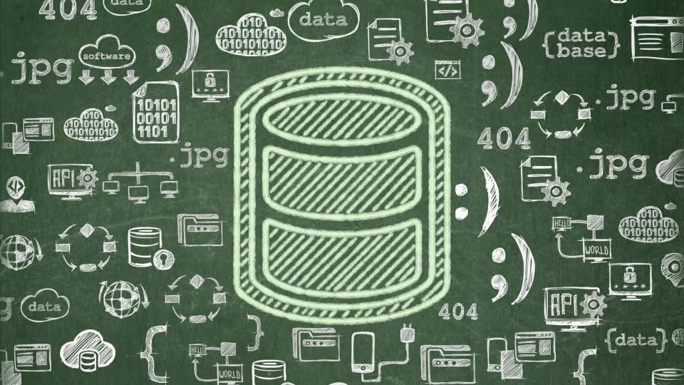 Griffeltavla med olika informationstekniska symboler ritade i krita.