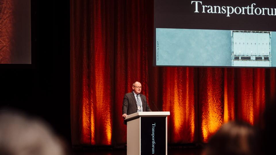 Tomas Svensson, VTI:S GD vid talarstolen på Transportforum
