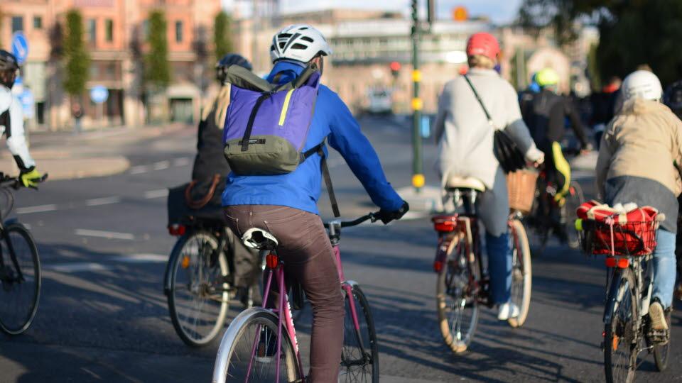 Cyklister i stadsmiljö.